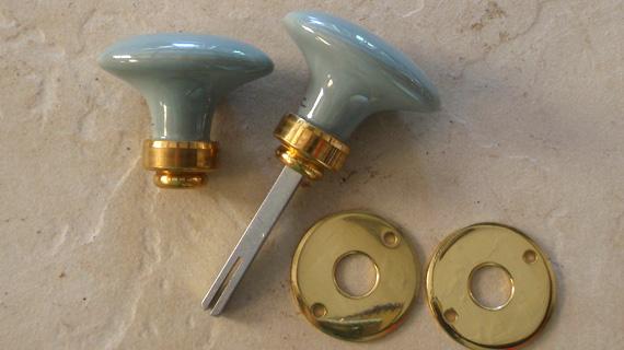 ドアノブ(楕円)・真鍮光沢ニス仕上げ