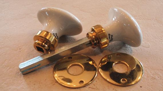 ドアノブ(楕円)真鍮光沢ニスなし