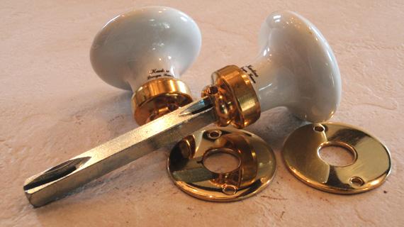 ドアノブ(円形)真鍮光沢ニスなし